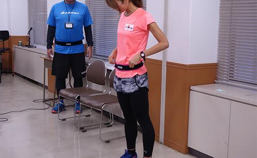 Phitenスポーツベルト西谷綾子さんが着装中