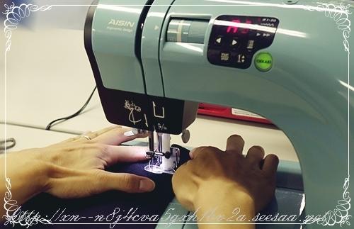 AISINのOEKAKIミシンで縫ってるところ