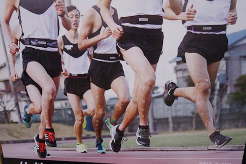 スポーツベルトつけて練習中の駒澤大学陸上部